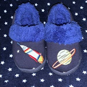 Baby boy slippers size 5/6